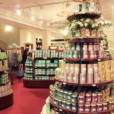 The delightful interior of the world-famous Fortnum & Mason store in the heart of Mayfair! London Style, Fortnum And Mason, Old London, Loose Leaf Tea, Happenings, Victorian Era, Peridot, Retail, Drop