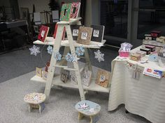 Ladder Display - Paint different colour, Cheap? Craft Stall Display, Ladder Display, Craft Show Booths, Craft Fair Displays, Craft Show Ideas, Store Displays, Ladder Decor, Display Ideas, Painted Furniture