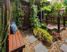 Vorgarten exotisch gestalten - mit Kiesboden und Pflastersteinen