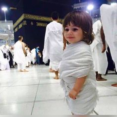 A Boy (Muslim) Near al-Ka`'bah' in al-Masjid al-`Haraam (Al-Mamlakah' al-`Arabiyyah' a-Ssu`uudiyyah', al-`Hijaaz) (Photograph) Cute Baby Girl, Baby Love, Cute Babies, Baby Kids, Beautiful Children, Beautiful Babies, Cutest Babies Ever, Cute Baby Wallpaper, Mekka