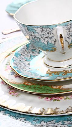 Vintage China Hire... great for weddings! Pretty vintage wedding style