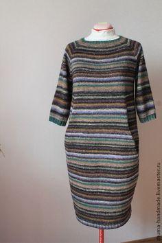 """Вязаное платье """"Pустикальный Декабрь"""" - в полоску,платье,платье вязаное. Платье casual свободного силуэта со слегка зауженной к низу юбкой из 100% шерсти. Подробности конструкции: рукава реглан, длиной 3/4; сзади скорее декоративная, чем функциональная застежка на 1 пуговку; боковые карманы в районе линии бедер, скрывают наличие животика:-) Если вы неженка, то носить платье необходимо на платье-чехол, т.к. рустикальность японской пряжи Noro имеет свойство массировать кожу своими ворсинками…"""