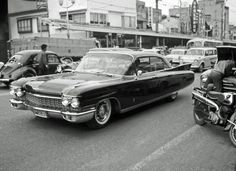 1960 Cadfillac 60 Special 4dr Sedan  (1962-04 渋谷東急本店通り)
