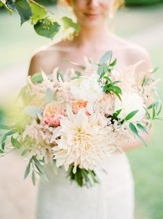 Most Popular Wedding Flowers ★ popular-wedding-flowers-bouquet-with-dahlias-branco-prata Bouquet Astilbe, Dahlia Wedding Bouquets, Dahlia Bouquet, Bride Bouquets, Wedding Flowers, Romantic Flowers, Dahlia Flowers, Beautiful Flowers, Wedding Photography