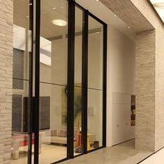 Architect: Architecture 23 Photographer: Sophia Demetriades Product: Vitrocsa pivoting door Partner: Vitrocsa UK Ltd @vitrocsauk  #vitrocsa #theminimalistwindow #theoriginal #since1992 #swissmade #minimal #project #celebrating25thanniversary #pivotingdoor #uk #london #design #architecture #invisibleframe