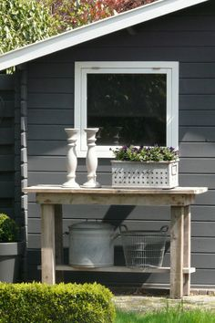 Garden shed and cute side table Back Gardens, Small Gardens, Outdoor Gardens, Shed Colours, House Colors, Amazing Gardens, Beautiful Gardens, Jardin Decor, Garden Accessories