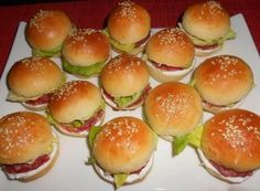 appetizers for party Mini Hamburgers, Baking Recipes, Healthy Recipes, Mini Sandwiches, Czech Recipes, Appetizers For Party, Finger Foods, Food To Make, Catering