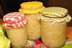 Takto upravené zelí z kedlubem můžeme podávat syrové, nebo ho podusíme na sádle a podáváme jako přílohu k pečeným a dušeným masitým pokrmům.