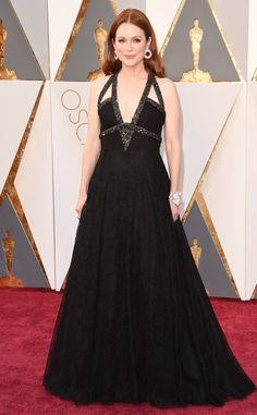 Julianne Moore in Chanel at the 2016 Academy Awards