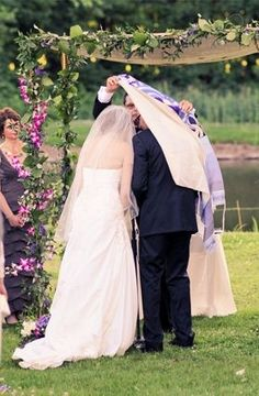 Wedding Ceremony: When Do You Light the Unity Candle? Jewish Wedding Ceremony, Wedding Chuppah, Wedding Bouquets, Wedding Dresses, Unique Weddings, Real Weddings, Jewish Weddings, Jewish Wedding Traditions, Orthodox Wedding