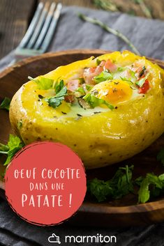 Oeuf cocotte dans une pomme de terre For a soothing meal in rainy weather, we try this very simple recipe made from potatoes, garnished with a casserole egg! Potato Appetizers, Appetizer Recipes, Gourmet Recipes, Cooking Recipes, Healthy Recipes, Egg Casserole, Food Stamps, Healthy Meal Prep, Potato Recipes
