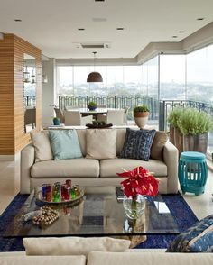 A varanda hoje é uma extensão do Living. A decoração da mesma deve levar em consideração itens como conforto e funcionalidade.