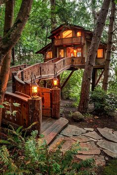 I'm really entertaining the thought of building something like this to live in! I love tiny homes AND treehouses... I may just build the perfect Tiny Treehome!!
