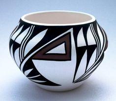 Hopi Indian pottery Native American Crafts, Native American Pottery, American Indian Art, Pottery Painting, Pottery Art, Slab Pottery, Sculptures Céramiques, Pueblo Pottery, Southwest Art