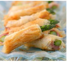Phyllo Wrapped Asparagus Spears – Spring Appetizers- Fabulous, just make sure to not over cook the asparagus. Phyllo Appetizers, New Years Appetizers, Bite Size Appetizers, Make Ahead Appetizers, Appetizers For Party, Appetizer Recipes, Elegant Appetizers, Lunch Snacks, Clean Eating Snacks