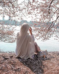 Image may contain: one or more people, tree and outdoor Hijabi Girl, Girl Hijab, Spring Photography, Girl Photography Poses, Beau Hijab, Hijab Hipster, Tout Rose, Niqab Fashion, Profile Pictures Instagram