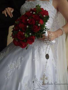 Confira no blog Sonhado Casamento mais detalhes desse lindo acessório para as noivinhas.