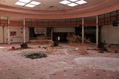Abandoned Clover Leaf Food Court, Inside the abandoned Cloverleaf Mall in Chesterfield, VA. Photo credit: Will Fisher Haunting Photos, Surreal Photos, Abandoned Malls, Abandoned Places, Abandoned Castles, Abandoned Mansions, Haunted Places, San Antonio, Dead Malls