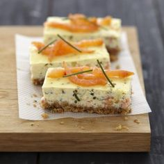 Cheesecake au saumon fumé et fromage Carré Frais 750 grams offers this cooking recipe: Cheesecake with smoked salmon and fresh cheese. Cheesecake Salgado, Cheese Recipes, Cooking Recipes, Cheese Food, Brunch, Xmas Food, Appetisers, Smoked Salmon, Food Photo