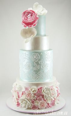 Featured Wedding Cake: Cakes 2 Cupcakes; Eye-Catching Wedding Cake Inspiration. To see more: http://www.modwedding.com/2014/07/02/eye-catching-wedding-cake-inspiration-2/ #wedding #weddings #wedding_cake Featured Wedding Cake: Cakes 2 Cupcakes