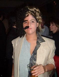 Going solo? Be both Hall & Oates!  This is pure genius.  80s costume of the year award goes to this creative gal! http://www.liketotally80s.com/2014/10/80s-costume-hall-oates/
