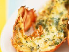 Découvrez la recette Langoustes rôties au beurre d'herbes sur cuisineactuelle.fr.