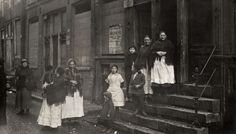 Women and children in the Jewish Quarter, Amsterdam, 1916 .