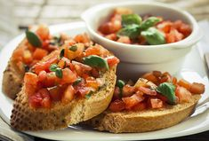 The easy vegan bruschetta recipe is made with ripe tomatoes and basil. You won't miss cheese as an ingredient, and it makes a great summer appetizer. Fancy Appetizers, Best Appetizer Recipes, Vegetarian Appetizers, Vegan Vegetarian, Canned Salsa Recipes, Fresh Tomato Recipes, Vegan Bruschetta Recipe, Tomato Bruschetta, Aperitivos Vegan