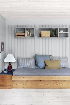 Style At Home, Built In Sofa, Cosy Corner, Beach Cottage Style, Decoration Inspiration, Dream Decor, Scandinavian Home, New Room, Home Fashion