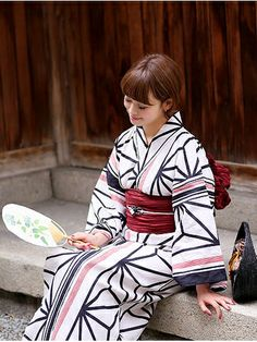 utataneさんの着物・浴衣「utatane utatane 高級変わり織り浴衣3点セット リネン麻混・先染めに大きな麻の葉縞モダン」を使ったコーディネート