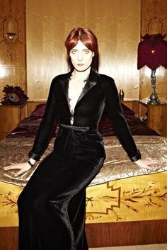 Florence Welch in Valentino Florence Welch Style, Florence The Machines, Poses, Couture Fashion, Fashion Fashion, Capsule Wardrobe, Style Icons, Celebs, Celebrities