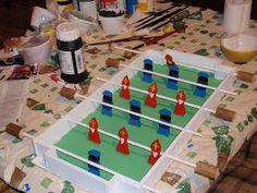 Met Sinterklaas voor deur vroeg mijn docht hulp voor maken van suprise voor school. Helaas voor blog geen thema racen maar thema voetbal ...