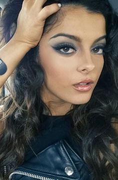 DOWNLOAD MP3 Bebe Rexha Ft. Nicki Minaj No Broken Hearts