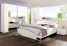 Dieses schöne, schlichte Schlafzimmer in Weiß lässt sich vielseitig kombinieren.
