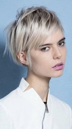 More than 19 ways to wear short hair with bangs for a fresh, new look haar pony Short Blonde Pixie, Short Hair With Bangs, Cute Hairstyles For Short Hair, Pixie Hairstyles, Short Hair Cuts, Short Hair Styles, Shaggy Pixie Cuts, Long Pixie, Pixie Haircuts