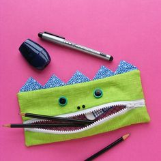 The Gobbler – free monster pencil case pattern - Free Pattern - The Gobbler - A Pencil Eating Monster Pencil Case Pattern, Pencil Case Tutorial, Diy Pencil Case, Pouch Pattern, Wallet Tutorial, Sewing Patterns Free, Free Sewing, Sewing Tutorials, Free Pattern