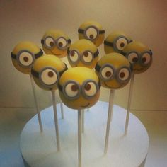 Minions cake pops www. Minion Cake Pops, Pop Minion, Minion Cakes, Funny Minion, Funny Jokes, Minion Party Theme, Despicable Me Party, 3rd Birthday Cakes, Minion Birthday