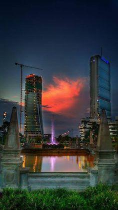 Il tramonto a #Milano. Uno spettacolo di colori Foto di Stefano Spada #milanodavedere Milano da Vedere