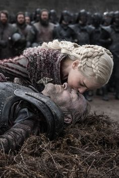 There have been a lot of tragic deaths in Game of Thrones over the years, but the demise of Jorah Mormont might be one of the most emotional. Dessin Game Of Thrones, Arte Game Of Thrones, Game Of Thrones Facts, Game Of Thrones Quotes, Game Of Thrones Funny, Game Of Thrones Dragons, Cersei Lannister, Daenerys Targaryen, Khaleesi