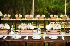 The centerpieces in wooden crates are the perfect balance between rustic and sophistication.