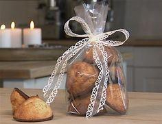 """Blomsterbergs lime-kokosmarkroner - de er fantatsisk nemme at lave og smager af; """"meget mere"""" :-)"""