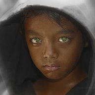 BELLEZA This photo draws me to this beautiful child making me want to wipe the tears away forever. Another child with beautiful green eyes. Precious Children, Beautiful Children, Beautiful People, Pretty Eyes, Cool Eyes, Sad Eyes, Foto Face, Look Into My Eyes, Stunning Eyes