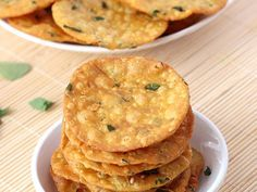 Methi puri is a crispy deep fried Indian bread or poori, which is prepared from plain flour and chopped methi (fenugreek) leaves. Serve them with tea as a snack or with flavored or plain yogurt. Savory Snacks, Yummy Snacks, Yummy Food, Tasty, Healthy Snacks, Puri Recipes, Paratha Recipes, Indian Snacks, Indian Food Recipes