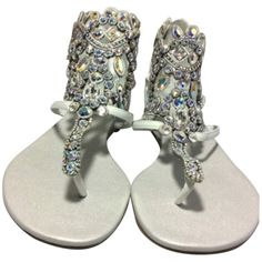 Pre-owned Rene Caovilla White Sandals ($800) ❤ liked on Polyvore featuring shoes, sandals, white, white wedge shoes, jewel sandals, rene' caovilla sandals, jeweled wedge sandals and flat pumps