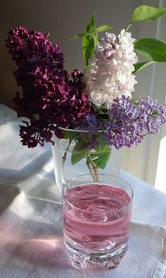 sauvajyvänen: Sireenimehu eli syreenimehu Recipes From Heaven, Preserves, Glass Vase, Cooking Recipes, Drinks, Food, Finland, Spirituality, Drinking