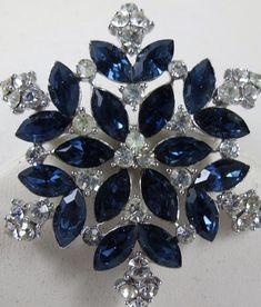 Desti Flakes Brooch Swan Brooch Blue Diamond Brooch Alloy Lady Dress Accessories Autumn and Winter