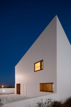 House in Mexilhoeira-Grande, Algarve / Portugal by Marco Arraiolos