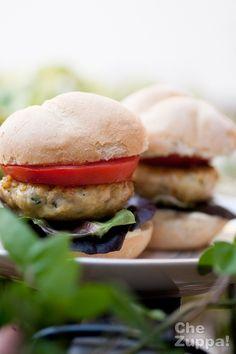 Chicken burger - Hamburger di pollo http://www.chezuppa.it/recipes/view/hamburger-di-pollo-chicken-burger  #forzapanino #pollo #burger #hamburger #chickenburger #chicken #panino #sandwich #bocadillo