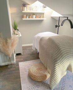 Home Spa Room, Spa Room Decor, Beauty Room Decor, Spa Rooms, Home Beauty Salon, Beauty Salon Decor, Esthetics Room, Lash Room, Salon Interior Design