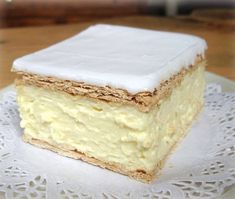 I can't even been to describe how delicious this fluffy slice of heaven is! Ingredients: Puff Pastry Sheets approximately x HAPPENS TO BE MY FAVOURITE! Baking Recipes, Cookie Recipes, Dessert Recipes, Doce Light, Custard Cake, Custard Slice, Frozen Puff Pastry, Food Cakes, Tray Bakes